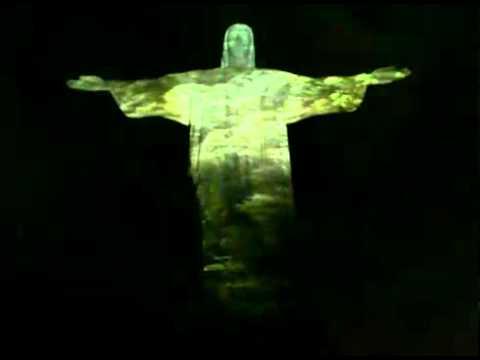 Cristo Redentor cierra sus brazos
