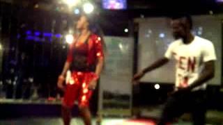 claire bahi en spectacle au koutou night club yamoussoukro