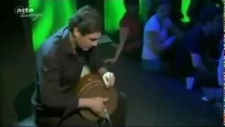 هنرمندی که با ساز تمبک آلمانی ها را به وجد آورد