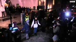آلاف المسلمين يشكلون سلسلة بشرية فى النرويج