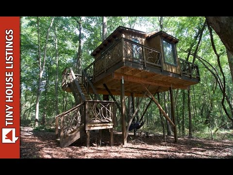Awesome Treehouse In The Woods With Pulley System