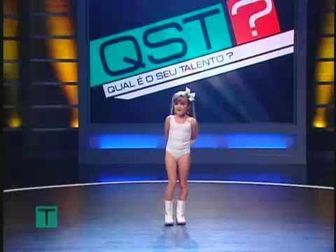 Menina de 8 anos canta e dança Lady gaga no Qual é o seu talento no SBT