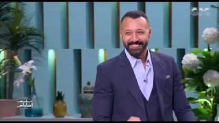 اللي يجاوب الأول يكسب.. كريم فهمي وأحمد فهمي في تحدي معكم منى الشاذلي