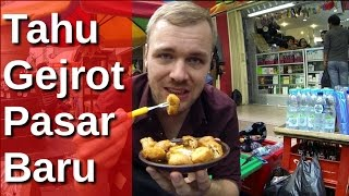 bulekulineran bule makan tahu gejrot di pasar baru jakarta fvlog 32