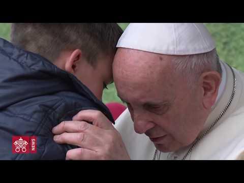 Xxx Mp4 Il Bambino Commuove Il Papa Mostrando Le Proprie Lacrime Video Integrale 3gp Sex