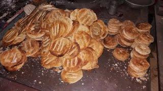 Tasty Bakarkhani || Bangali historical food of Dhaka || @ Nobab Street Food