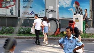 Will liên tục nắm nay tỏ vẻ chăm sóc Kaity Nguyễn ở chốn đông người