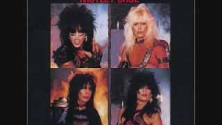 Shout at the devil - Motley Crue (album version) lyrics