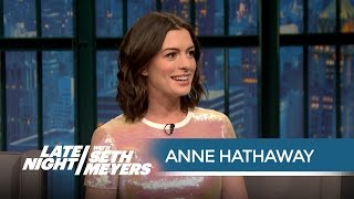Anne Hathaway Got Starstruck by Mariah Carey on the Red Carpet - Late Night with Seth Meyers