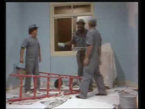 Os Trapalhões pintando uma casa