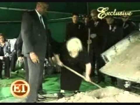 Xxx Mp4 Anna Nicole Smith S Mother Disrespects Anna At Her Own Funeral 3gp Sex