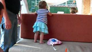 Little girl ass shaking ( super cute and funny )