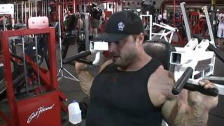 Frank McGrath hits delts in Golds after the 2009 Mr. Olympia