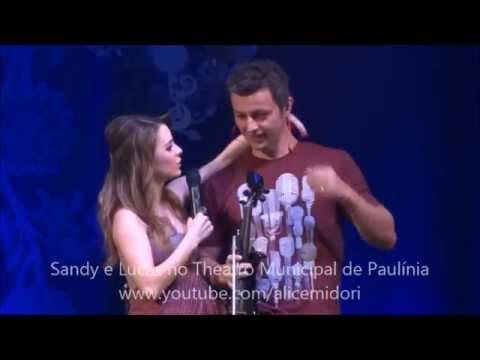 Sandy Leah beija Lucas Lima durante show em Paulínia 12/04/2014