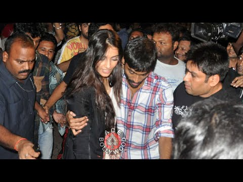 Xxx Mp4 DHANUSH Rescues SONAM KAPOOR From CROWD 3gp Sex