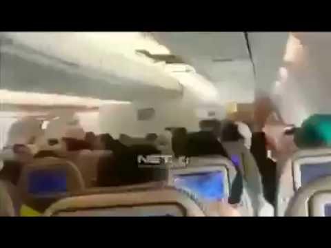 junaid jamshed LIVE moments before the p i A plane crashed  junaid jamshaid 12/12/16