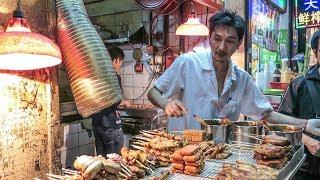 Hong Kong Street Food. A Walk Around the Stalls and Restaurants of Kowloon