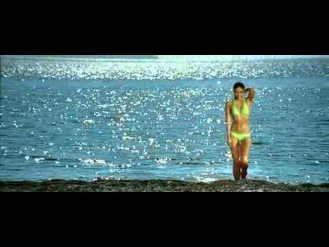 Kareena Kapoor hot in Bikini