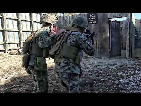 Military Urban Assualt Training • Clearing The Rooms