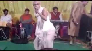 Bhojpuri funny arkestra dance - बलात्कारी बाबा