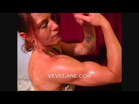 VeVe Lane Biceps Flexing Trailer