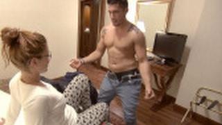 El striptease de Juan Diego, el inicio de una noche desatada - Casados a primera vista