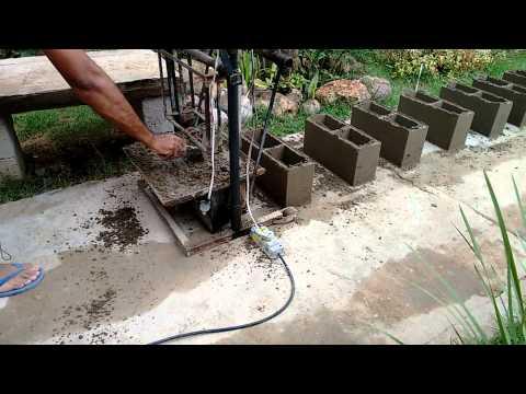Máquina de fazer blocos manual