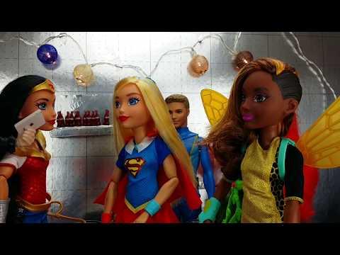 💜Supergirl y Spiderman💜 se enamoran SuperHero Girls muñecas en español