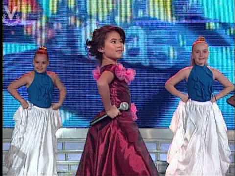 Mini estrellas Zoe Crespo como Rocio Durcal 13 04 2013