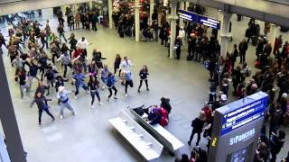 Flash Mob at St Pancras International NYE 2010