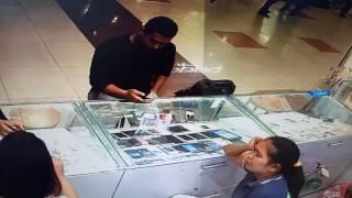 Pencuri handphone iphone di plaza medan fair dgn modus menukar handphone...