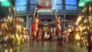 Actress Jyothika Shake her Fleshy Navel