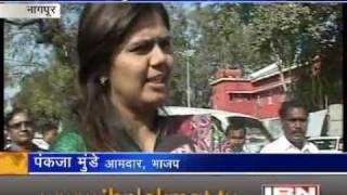 Pankaja Munde Palve On Dhnjay Munde - By IBN Lokmat