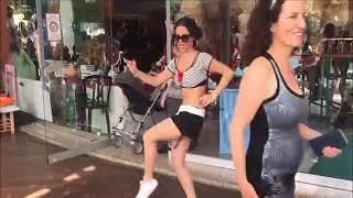 Belly Dance  رقص موزة جامده في كافيه علي اغنيةاحمد شيبة   اه لو لعبت يا زهر