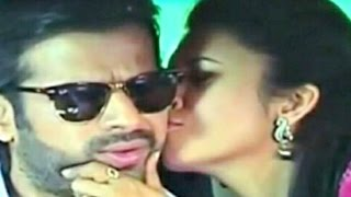 Yeh Hai Mohabbatein 4th April 2015 Ishita Kiss Raman In Car