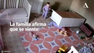 Hermano al rescate: niño de dos años salva a su gemelo atrapado bajo mueble