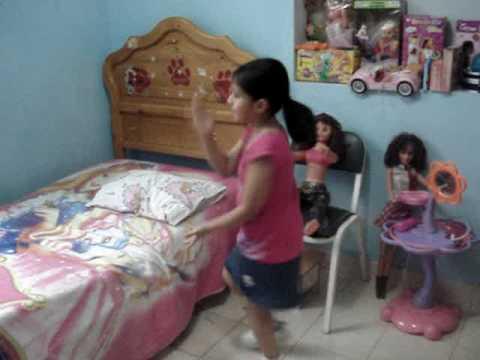la culebritica niña bailando .dando clases de bailes muy buena