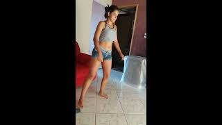Keke dançando Anita sim ou não