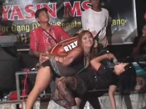 Dangdut hot Yuli bohay & Ai G - Keong Racun