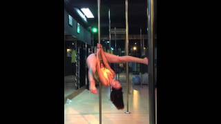 Beginners pole dance trick at Indonesian Pole Dance Association