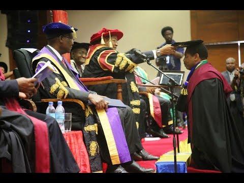 Mkuu wa Chuo cha Dar es Salaam Amewatunuku Shahada Zaidi ya Wanafunzi 1000