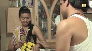 बनाना वाली हॉट लेडी के लटके झटके Hot Lady Sells Banana Bai Showing Her Latke Jhatke
