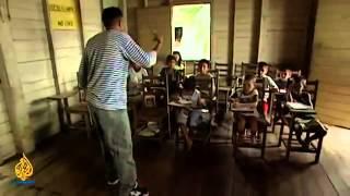 Brazilian children risk their lives for a few bucks in an incredible way
