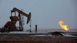 Oil boomtowns struggle to find workers