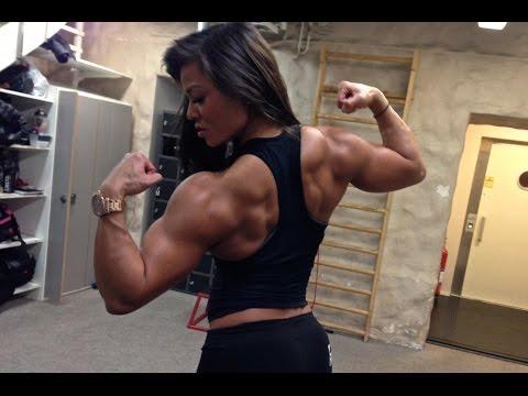 Muscle girl Sophie Arvebrink Heavy back workout