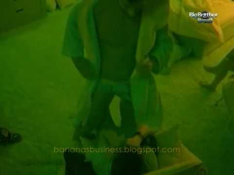 Eliéser de cueca faz dança sensual para Serginho
