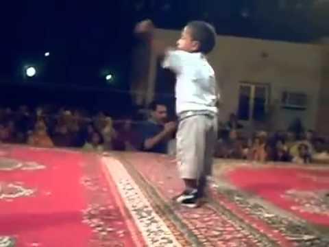 طفل جزائري موهوب في الرقص