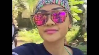 Julia Perez berlibur ke pantai sawarna Lebak-Banten