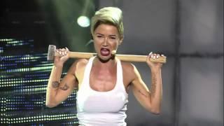 Maja Šuput kao Miley Cyrus: Wrecking ball