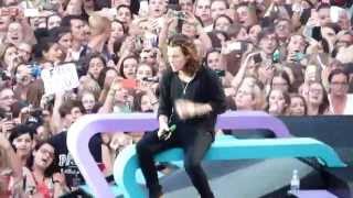 HD - One Direction - Ready To Run (live) FZ72 @ Wien, Vienna,  Austria OTRA 2015